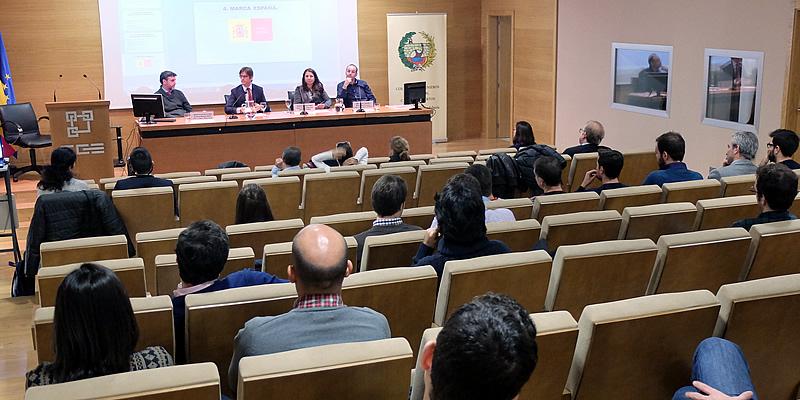 Los ingenieros hallan caminos emergentes de empleo y oportunidades en otros países con los que salvar la crisis de obra pública en España