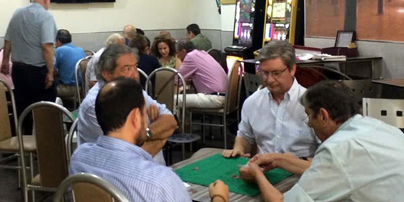 El Representante de Córdoba y su pareja de juego, Luis Salazar, ganan el torneo de Mus de Santo Domingo
