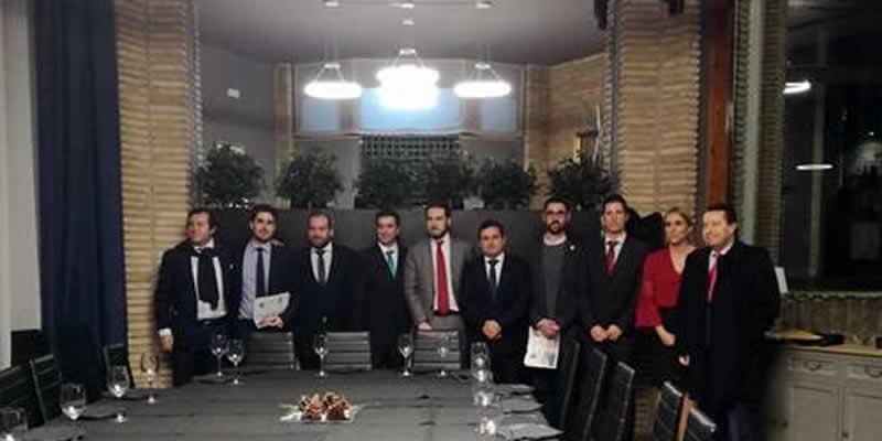 Bienvenida y apadrinamiento de nuevos colegiados de Jaén en un acto previo a la cena de gala navideña