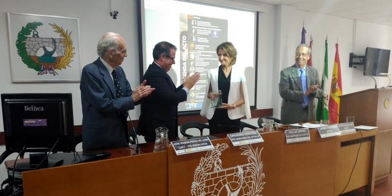 La Jefa Provincial de Tráfico de Sevilla recoge en nuestro Colegio el Premio Mujer y Gestión del Tráfico 2017