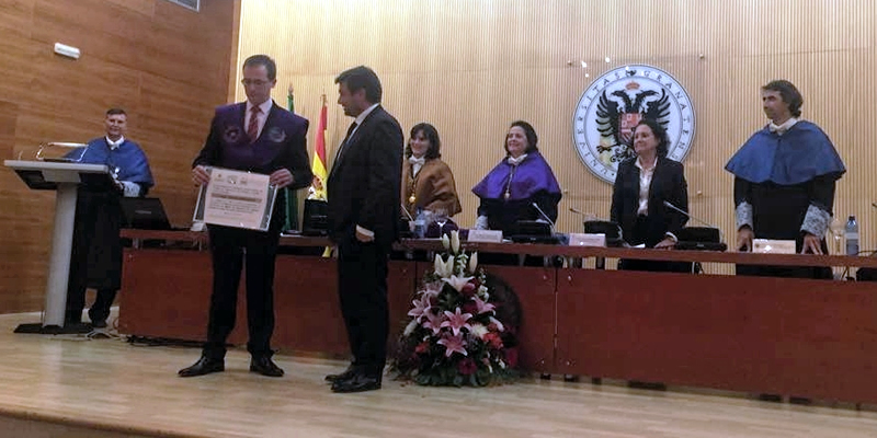 La Demarcación entrega dos distinciones a los colegiados de la UGR con mejor expediente