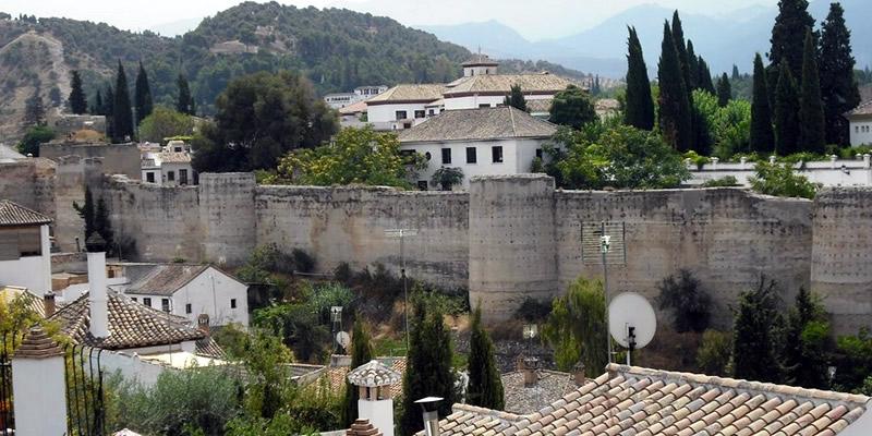 Granada | Visita guiada «ILÍBERIS. PRIMEROS ASENTAMIENTOS URBANOS Y SU DESARROLLO EN LA ÉPOCA ZIRÍ, NAZARÍ Y RENACENTISTA»