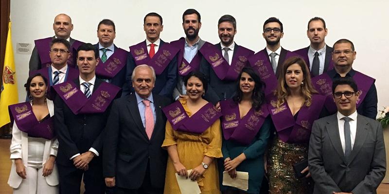 Apoyando a los nuevos egresados de la Escuela Politécnica Superior de Algeciras en la entrega de diplomas