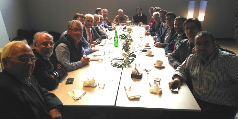 Comida de puesta en común de temas del sector entre colegiados de Sevilla y la Junta Rectora