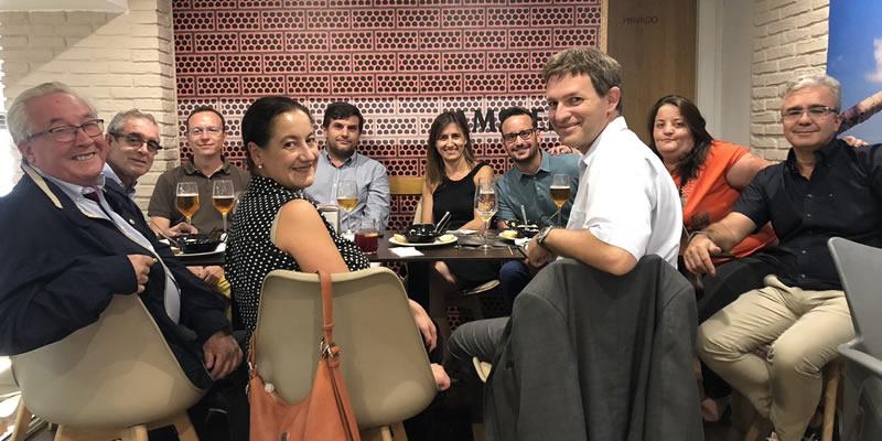 Los colegiados nazaríes reunidos en la comida mensual de compañeros