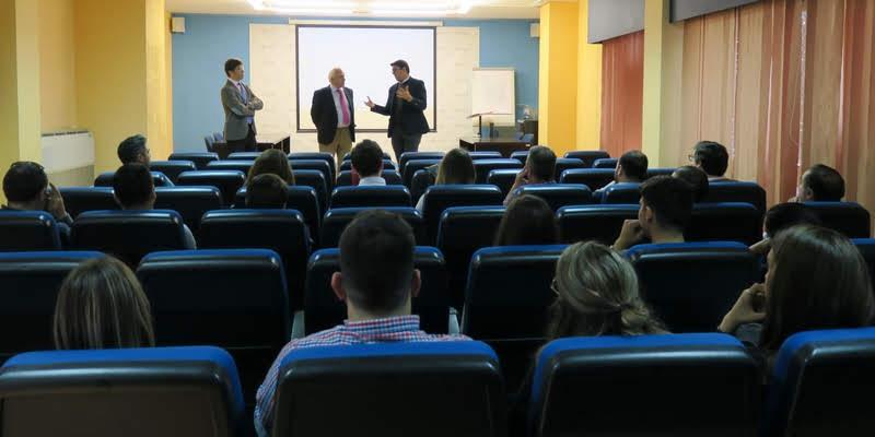 Decano y Secretario acercan el Colegio a los estudiantes de la EPS de Ingeniería de Algeciras