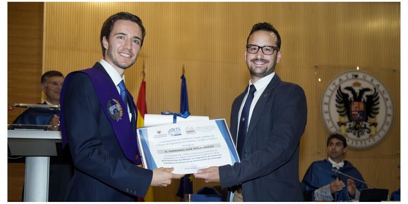 El Colegio premia al mejor expediente de los nuevos egresados del Máster de la ETSICCP de Granada