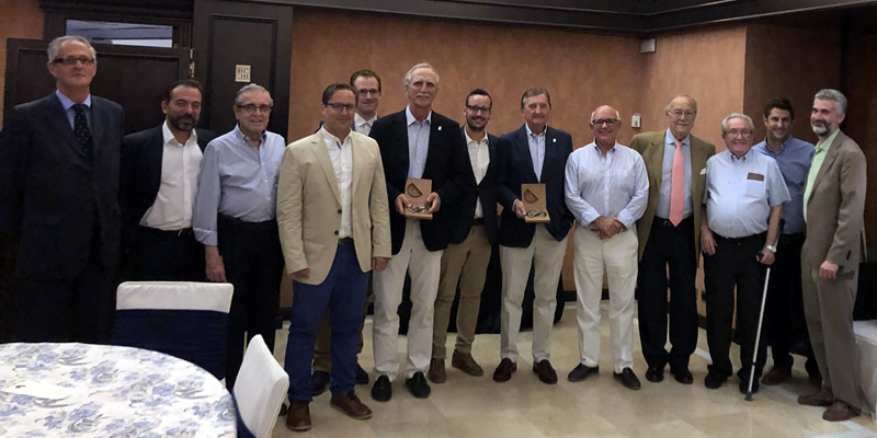 Villanova-Rattazzi y Girón Caro reciben el reconocimiento de los colegiados de Granada