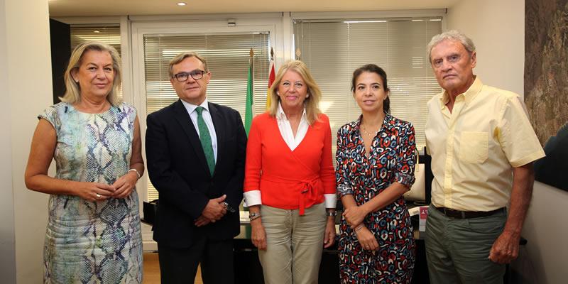 La alcaldesa de Marbella se reúne con profesionales del Colegio de Ingenieros de Caminos de Málaga