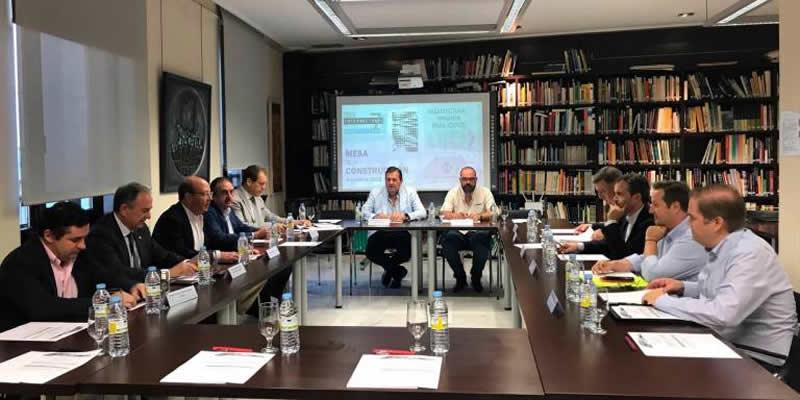 La Mesa de la Construcción de Jaén, en la que se integra la Demarcación, pone sus miras en el PGOU y en la agilización de trámites urbanísticos