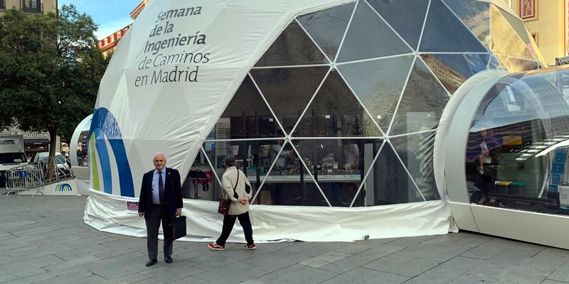 El Decano visita la exposición de la Semana de la Ingeniería en Madrid