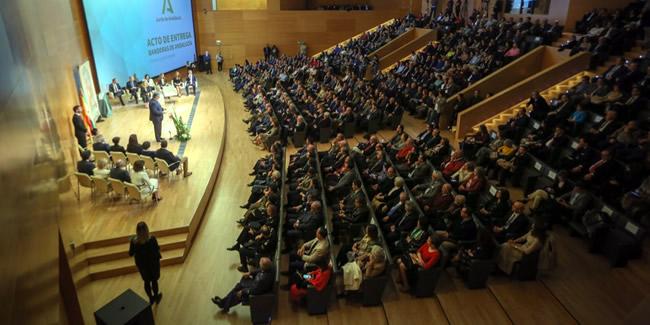 El Vicedecano asiste al acto de entrega de las Banderas de Andalucía en Granada