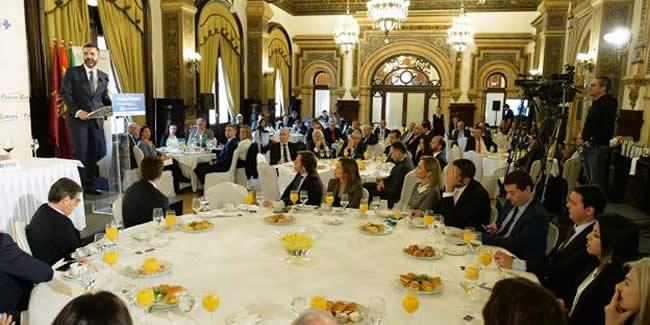 El Decano, en el desayuno informativo organizado por la Tribuna Andalucía del Fórum Europa