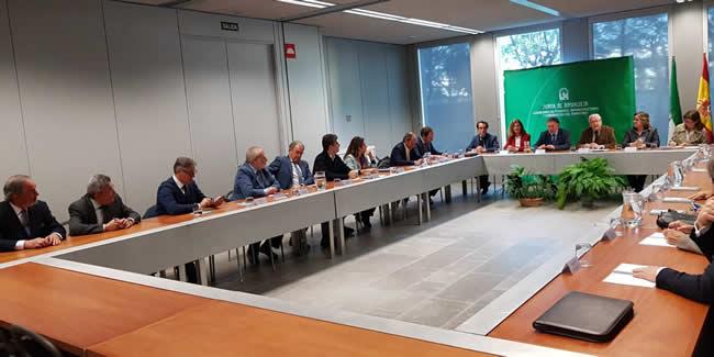 El sector en Andalucía pide acabar con las bajas de precios en licitaciones y proyectos