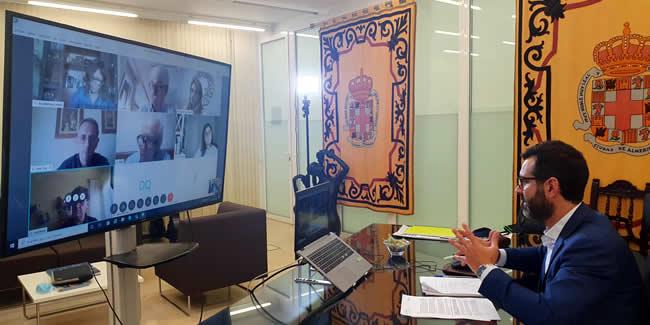 La Representante de Almería urge al Ayuntamiento a agilizar las licitaciones, limitar las bajas temerarias y abrirse a la colaboración público-privada
