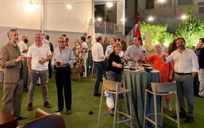 Unos cuarenta compañeros acompañan a José Mª Terrés Nicoli en la celebración por su galardón